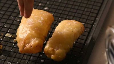 "Video: <a href=""https://kitchen.nine.com.au/2017/11/21/20/29/how-to-make-the-perfect-beer-batter-fish"" target=""_top"">How to make perfect beer batter fish</a><br />"