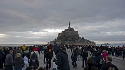 Some 10,000 people had already turned up at Mont Saint-Michel on Friday evening only for the tide not to reach predicted levels.<p></p>