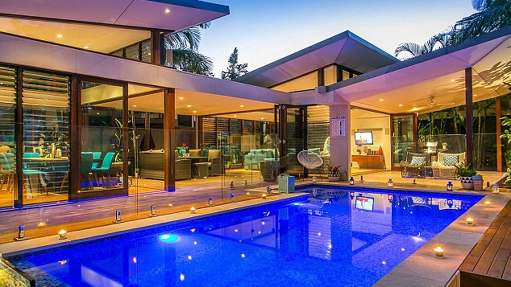 The Home That Might Be Matt Damon S Newest Property Purchase Has A Glamorous Pool Area Photo Byron Ers