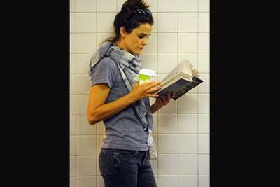Platform 9 and 3/4 Keri Russell? <I>The Americans</i> actress caught up on Harry Potter while waiting for the subway. <br/><br/>