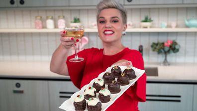 Jane de Graaff makes mini pudding balls