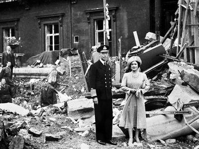 King George VI and Queen Elizabeth, September 1940