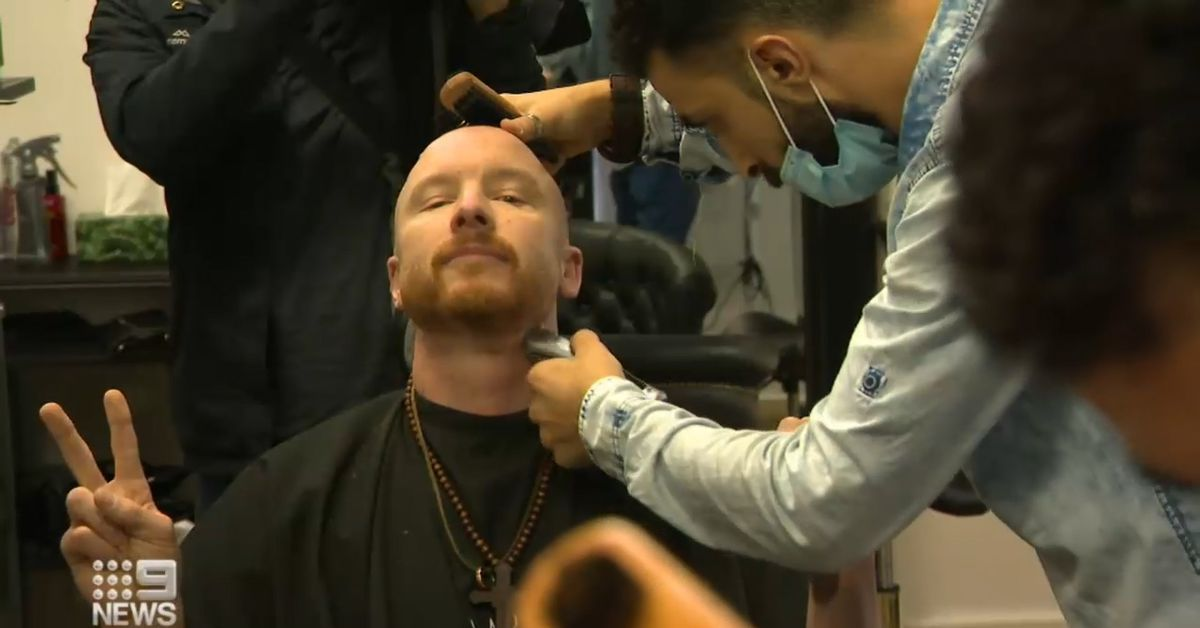 Melbourne salon owners defiant after opening despite lockdown laws – 9News