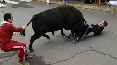 The American youth is recovering in the intensive-care unit of a hospital in western Salamanca after being savagely gored during a bullfighting festival celebrating Carnival, officials said Sunday. (AAP)
