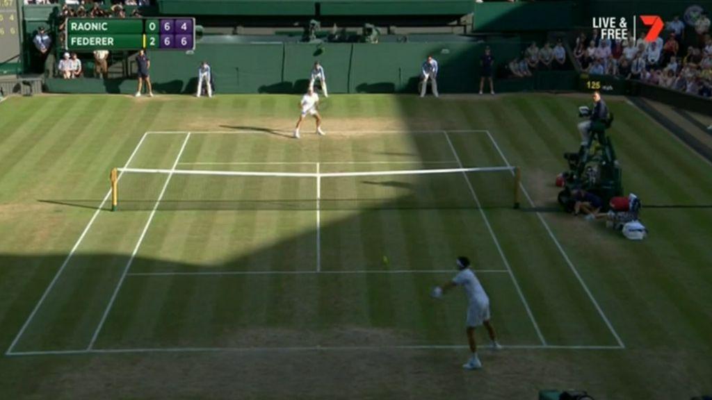 Federer advances