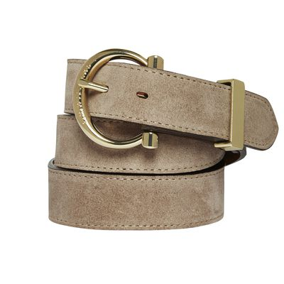 "<p><a href=""http://www.rmwilliams.com.au/women?lang=en_AU"" target=""_blank"">RM Williams Co Co Hip Belt, $120.</a></p> <p>Break up an all-white outfit with a coloured belt. Even a neutral shade such as this one will do the trick.</p>"