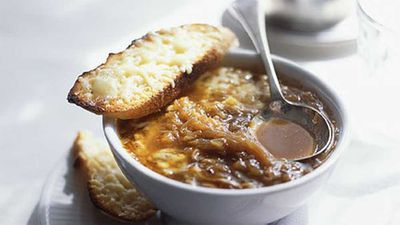 "Recipe: <a href=""http://kitchen.nine.com.au/2016/05/17/13/01/french-onion-soup"" target=""_top"">French onion soup</a>"