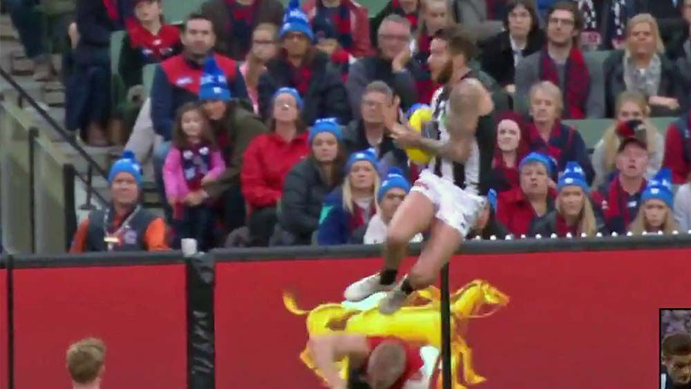 Collingwood's Jeremy Howe puts up contender for mark of the year against Melbourne Demons