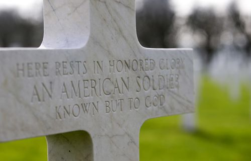 A gravestone marker for an unknown American soldier.