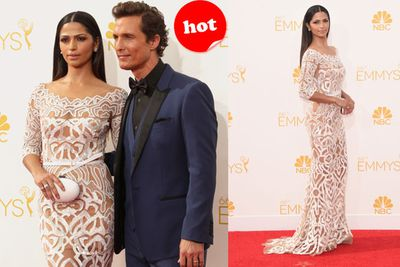Besides having a handsome hubby (Mathew McConaughey), Camilla Alves always manages to look impeccable.