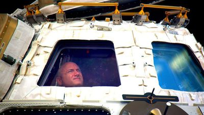 After nearly a year in the International Space Station, US astronaut Scott Kelly has landed back on Earth today after spending more time in space than any other American. (Twitter/@StationCDRKelly)
