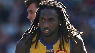 Eagles official clashes with camera crew as Nic Naitanui returns home