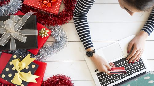 Despite a move towards online shopping, consumers are still more likely to shop instore this Christmas. (Getty)