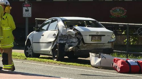 Two kids injured as tourist train hits car in Cairns