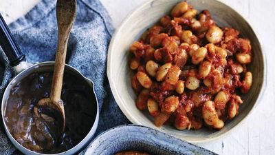 """<a href=""""http://kitchen.nine.com.au/2017/04/20/16/44/will-and-steves-homemade-baked-beans"""" target=""""_top"""">Will and Steve's homemade baked beans</a>"""