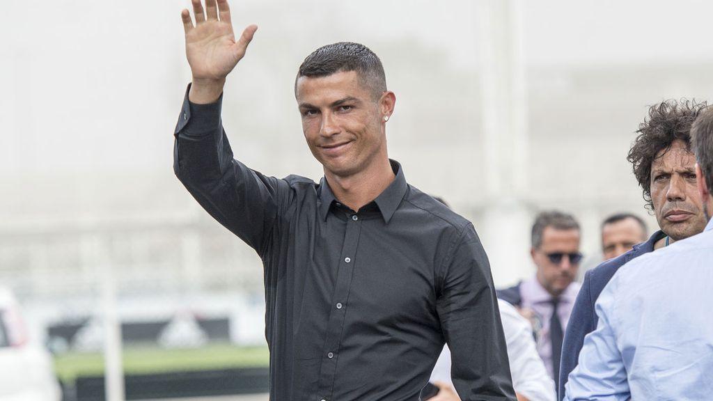 Juventus unveils superstar Cristiano Ronaldo amid record jersey sales fddbf4d64