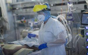 Belgian doctors infected with coronavirus told to keep working