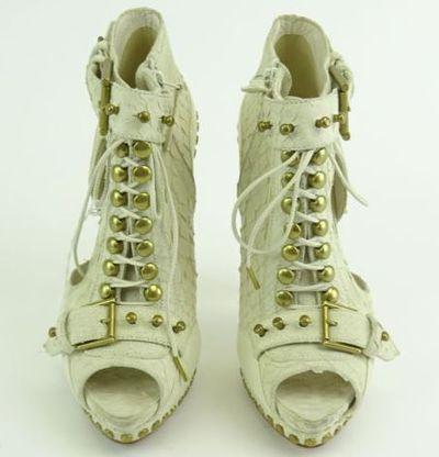 """Kim Kardashian West AL<a href=""""https://www.ebay.com/itm/Kim-Kardashian-West-ALEXANDER-McQUEEN-White-Buckle-Lace-Ankle-Boot-Heels-Sz-37/202219109001?_trkparms=%26rpp_cid%3D58a24ca2e4b0fa4552d36ff2%26rpp_icid%3D58a24b82e4b04206a7b801b5"""" target=""""_blank"""">EXANDER McQUEEN White Buckle &Lace Ankle Boot Heels</a> Sz 37, current bid, $367"""