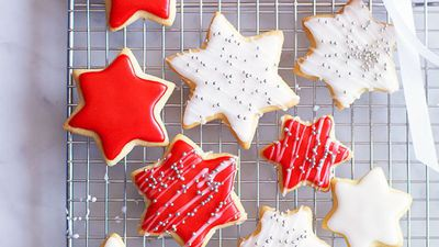 "<a href=""http://kitchen.nine.com.au/2016/05/16/16/29/decorated-christmas-cookies"" target=""_top"">Decorated Christmas cookies</a>"