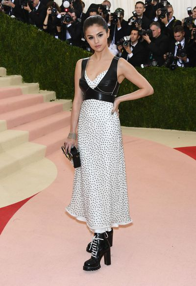Selena Gomez in Louis Vuitton at the 2016 Met Gala <em>Manus x Machina: Fashion in an Age of Technology</em>