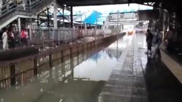 Train creates wave of water when it hits flooded station