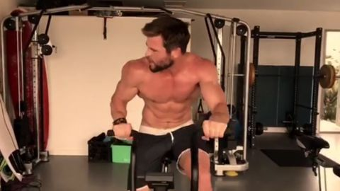 Chris Hemsworth works out shirtless