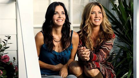 First pics: Jennifer Aniston and Courteney Cox reunite in Cougar Town