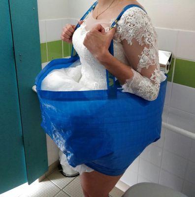 Bride's hilarious bathroom hack