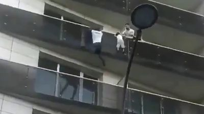 'Spiderman' scales building to rescue dangling child