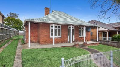 'Unliveable' Strathfield home sells for $2.2 million, $600,000 over reserve