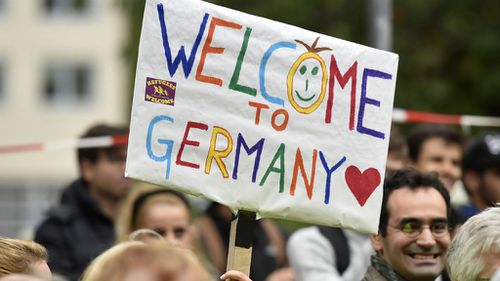 Refugees arrive in Germany to cheers and 'welcome' signs
