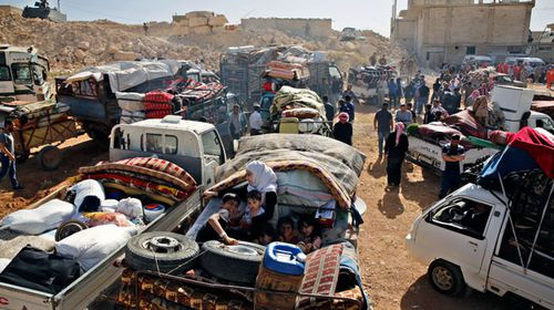 Syrian refugees gather in their vehicles getting ready to cross into Syria from the eastern Lebanese border town of Arsal, Lebanon. (Photo: AP).