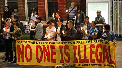 Hundreds gathered at the Perth Cultural Centre in Perth on September 7, 2015 to hold a vigil for Aylan Kurdi. (AAP)