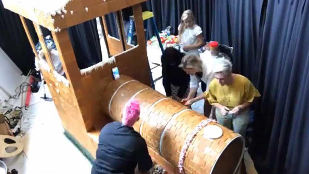 Anna Polyviou builds a gingerbread train