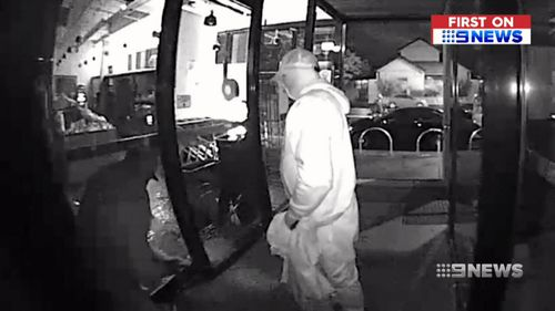 Video shows armed thieves' cigarette theft rampage