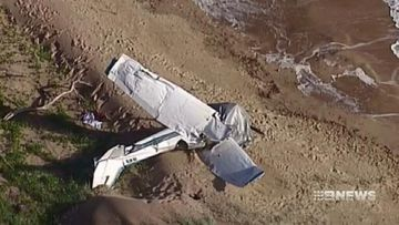 VIDEO: Queensland pilot witnessed mate's plane make deadly beach plunge