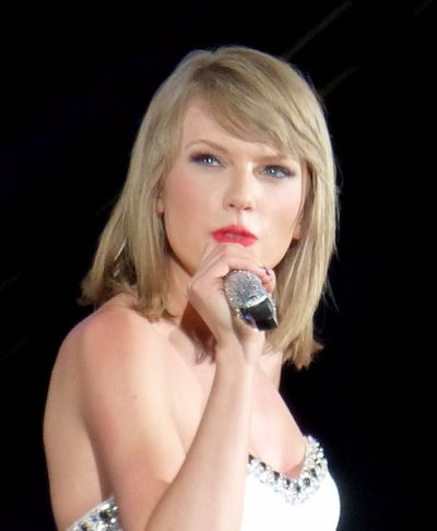 <strong>Taylor Swift sent to school for the deaf</strong>