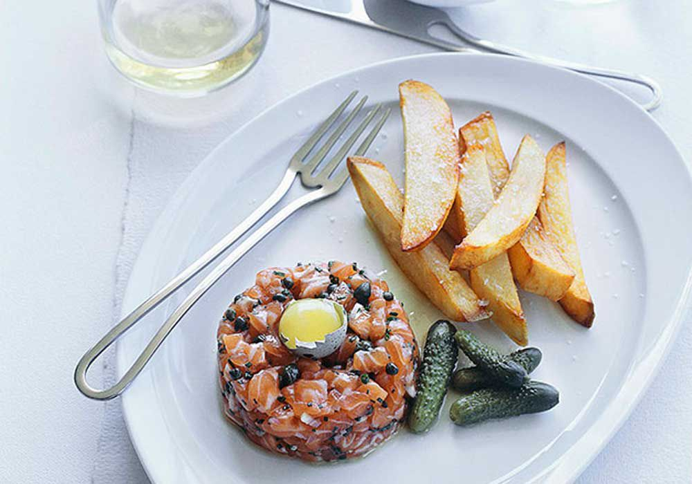 Ocean trout tartare with chips by Andy Harris. Image: Gourmet Traveller