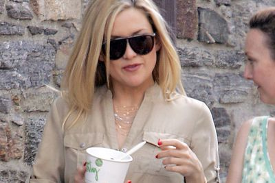Kate Hudson just can't bring herself to go the full whammy...opting for frozen yoghurt rather than ice cream.