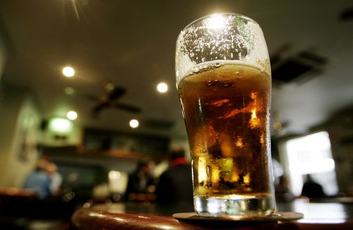 Pub goer 'verbally abused' the Prime Minister over beer service. (AAP)