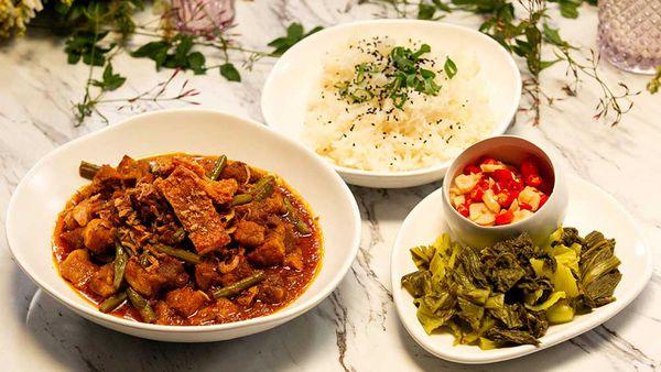 Family Food Fight, The Giles' Thai Style Burmese Pork Curry