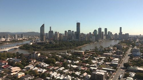 Clear skies in Brisbane on Tuesday, but showers are expected later in the week (9NEWS)
