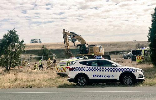 Emergency services at the scene in Ballarat. (9NEWS)