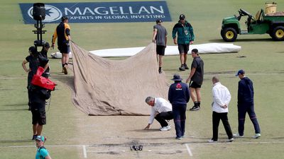 Aussies chasing early wickets to secure Ashes after bizarre delay