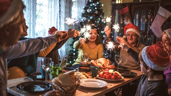 Christmas Family.How To Keep The Peace At Your Family Gathering This