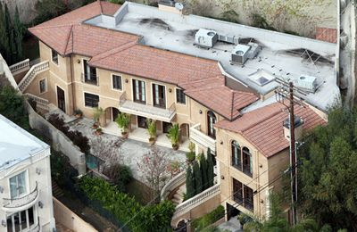 He may cop a lot of flack, but <b>Kyle Sandilands</b> must be one very happy radio host. A little while back he moved up in the world of celebrity housing, making the trip from Hollywood to Beverly Hills. He now lives in the same neck of the woods as David Beckham, Jessica Alba and Ellen DeGeneres when he's not in Oz.