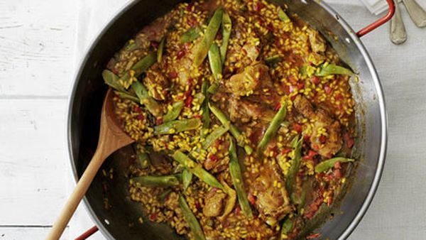 Rice with chicken and runner beans (Arroz de perol)