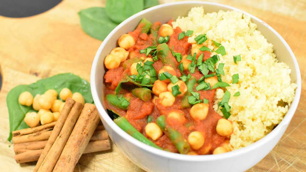 Healthy vegetarian curry with cous cous