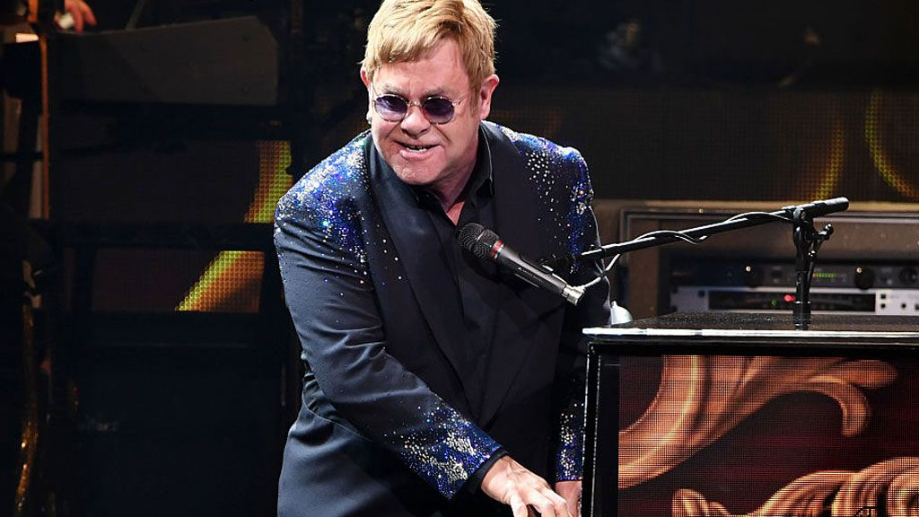 Sir Elton John scraps Las Vegas shows around royal wedding