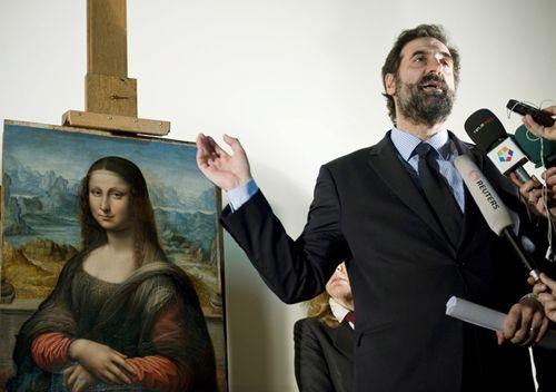 El Prado Museum assistant director Gabriele Finaldi speaks in 2012 with a group of reporters in front of El Prado's copy of Leonardo Da Vinci's 'Mona Lisa' at El Prado in Madrid, Spain